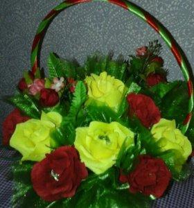Корзина с цветами(гофра) и конфетами