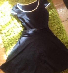 Платье трикотажное с ремнем
