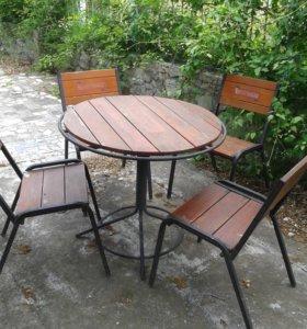 столы, стулья, зонт.