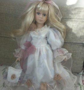 Кукла форфоровая