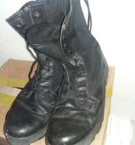 Ботинки с высоким берцем