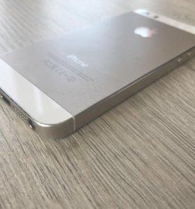 IPhone 5s цвет золото 32Гб
