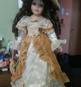 Кукла фарфоровая .41см.