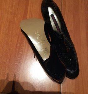 Женские туфли новые, Испания , очень много обуви