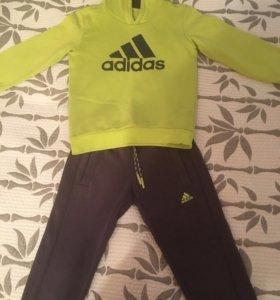 Костюм спортивный на мальчика adidas