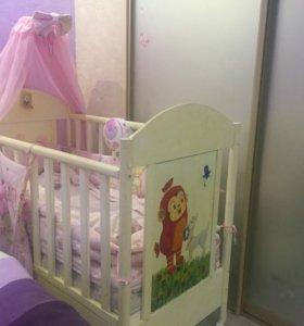 Продаётся комплект мебели в детскую