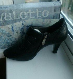 Туфли женские чёрного цвета 38-39 размер