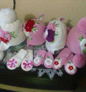 Комплект шапочек зима-осень-весна для девочек.