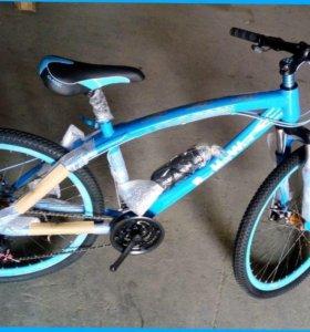 Велосипед БМВ с литыми дисками и спицами