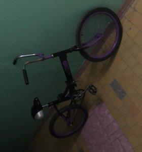 Фиолетово-чёрный велосипед