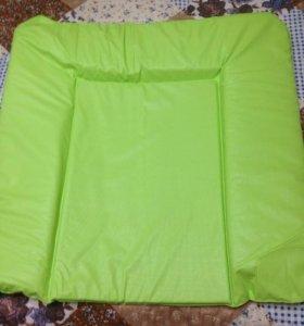 Пеленальный мягкий коврик