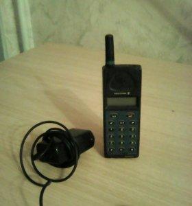 Один из первых сотовых телефонов ERICSSON GA628