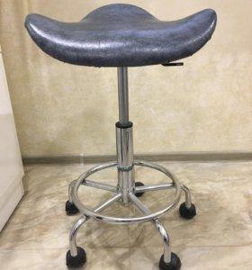 Кресло седло для косметолога