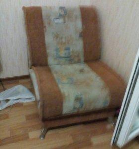 Диван и кресло находится в гамово