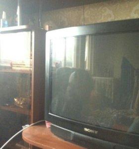 Телевизор Sony Trinitron.