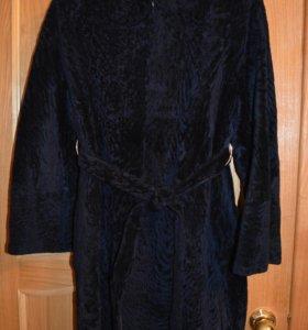 Меховое пальто из астрагановой овчины