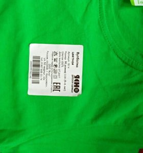 Совершенно новая футболка зеленого цвета