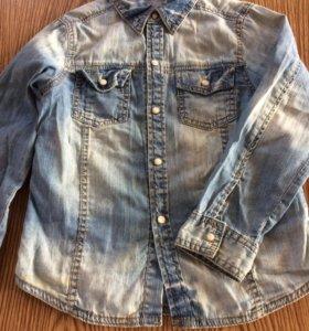 Джинсовая рубашка на 4-5 лет.