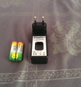 Зарядник для батареек.GP powerBank.