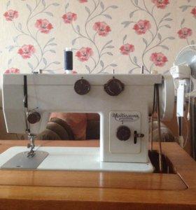 Швейная машинка - чайка 143