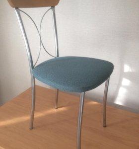Стол кухонный и стулья