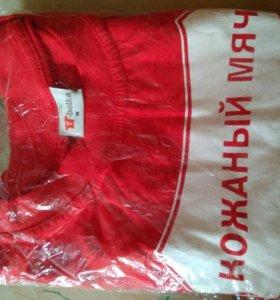 Продам футболку Кожаный мяч кубок Coca Cola