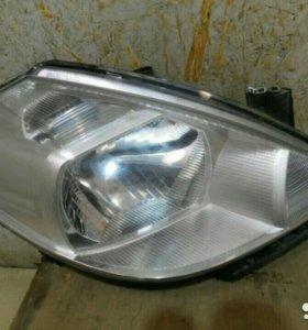 Фара правая Nissan Tiida 2007 оригинал