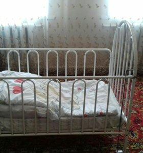 Детская кроватка металлическая белая. С матрасом.