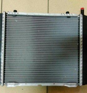 Радиатор охлаждения на Mercedes-Benz.