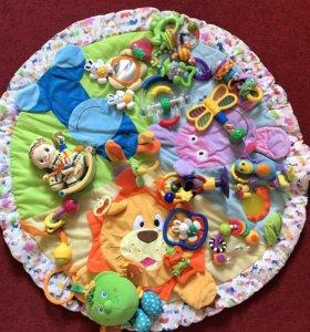 Коврик и игрушки