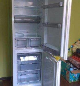 Холодильник( Аристон)