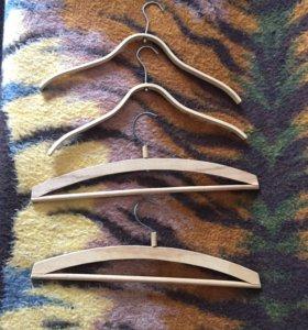 Вешалки, плечики деревянные, 4 шт.