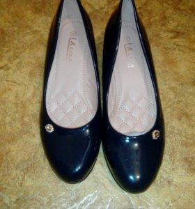 лакированые новые туфли