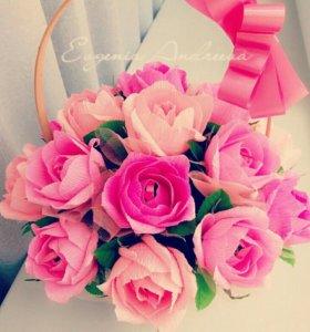 Корзинка роз с конфетами