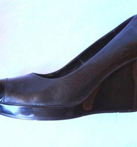 Туфли кожанные фирмы ,,BATA''