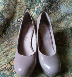 Туфли лакированные бежевые