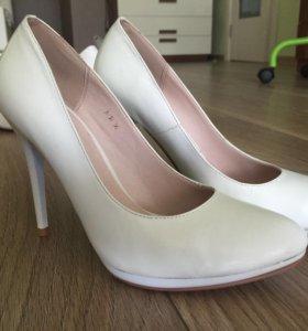 Красивые белые туфли, 36 размер