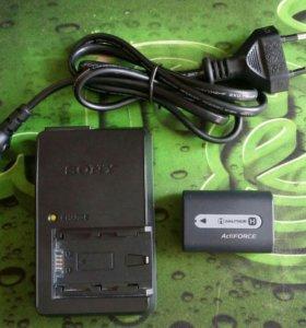 Батарея Sony NP-FH50 и зарядка Sony BC-VH1.