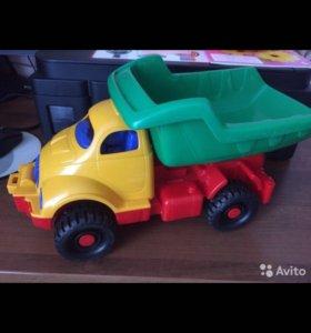 Игрушка грузовичок
