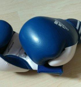 Боксёрские перчатки Adidas 10oz