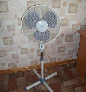 """Продам вентилятор напольный """" DeLonghi """" VLP400"""
