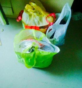 Пакеты с вещами