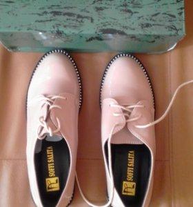 Новые женские туфли.