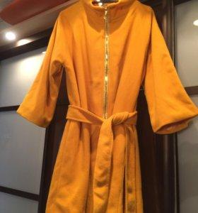 Пальто ярко горчично-желтого цвета р 42-44 с поясо