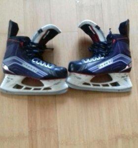 Коньки хоккейные BAUER VAPOR X 600