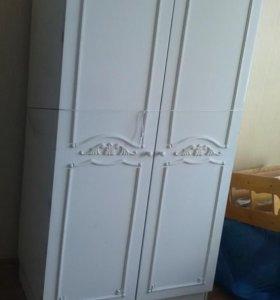 Шкафы двухстворчатые 2 штуки,кровать  двухспальная