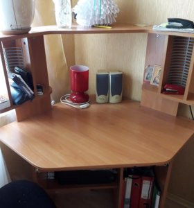 Компьютерный стол со стулом