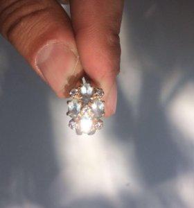 Новое золотое кольцо с камнями 585 .