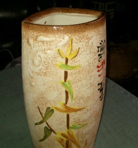 Керамическая ваза с иероглифами
