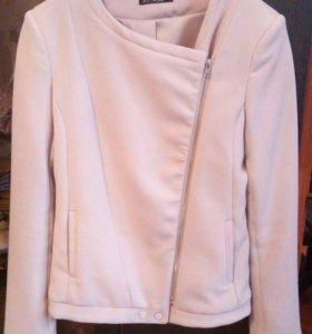 Легкая куртка в идеальном состоянии